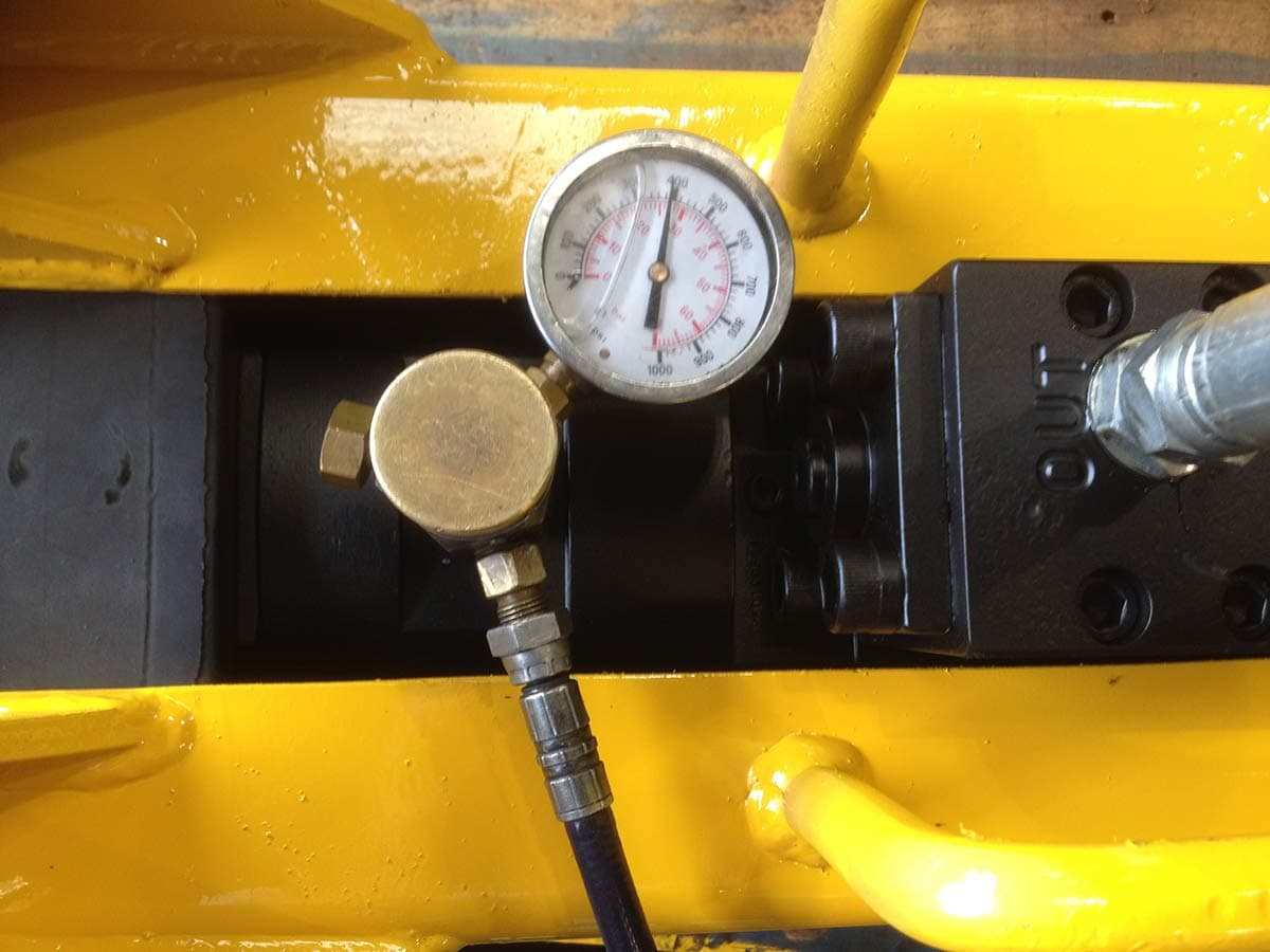 Hydraulic breaker regassing