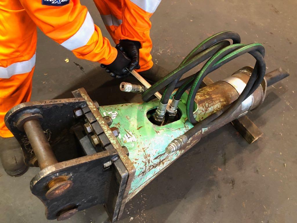 Hydraulic breaker repairs