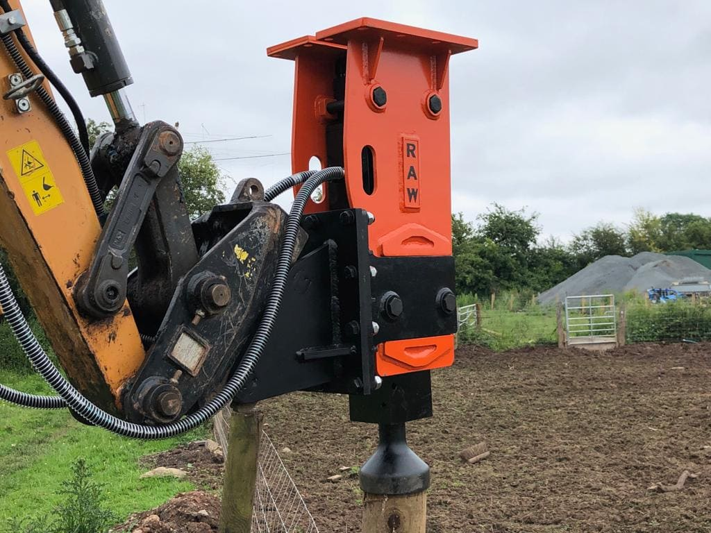 how do hydraulic post drivers work